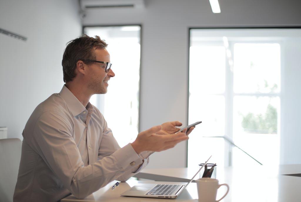 Kto bierze odpowiedzialność za kierowanie projektem w firmie?